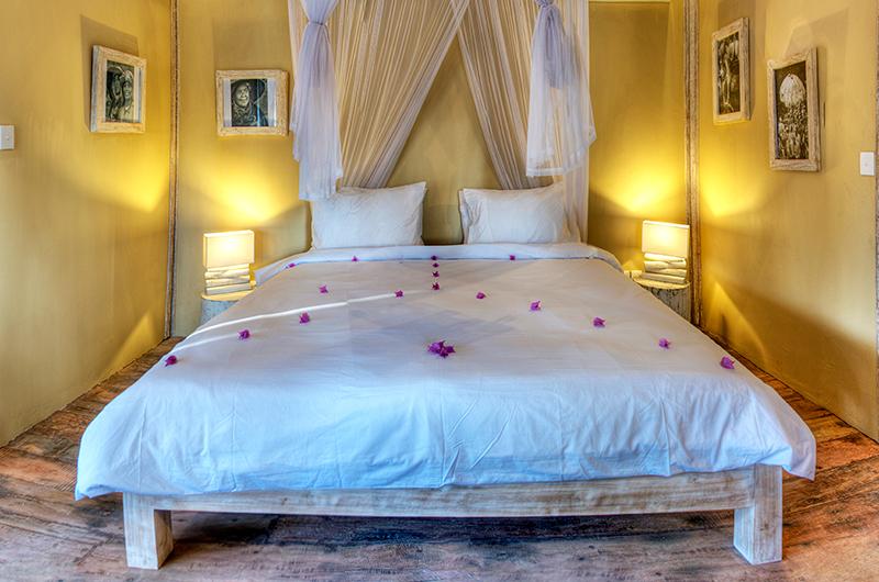 Bedroom with Table Lamps - Les Villas Ottalia Gili Trawangan - Gili Trawangan, Lombok