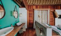 Bedroom and Bathroom - Majo Private Villas - Gili Trawangan, Lombok