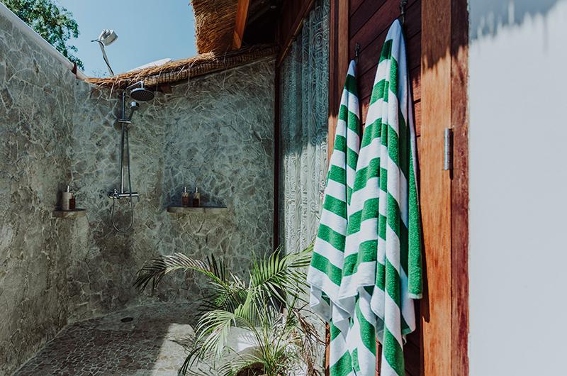 Open Plan Bathroom with Shower - Majo Private Villas - Gili Trawangan, Lombok