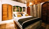 Bedroom with Mirrors - Majo Private Villas - Gili Trawangan, Lombok