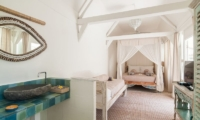Bedroom and En-Suite Bathroom - Palmeto Village - Gili Trawangan, Lombok