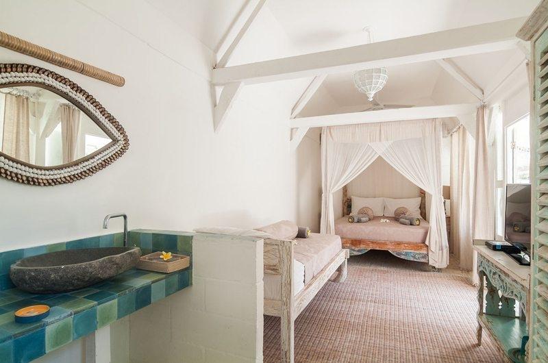 Bedroom and En-Suite Bathroom - Palmeto Village - Gili Trawangan, Lombok