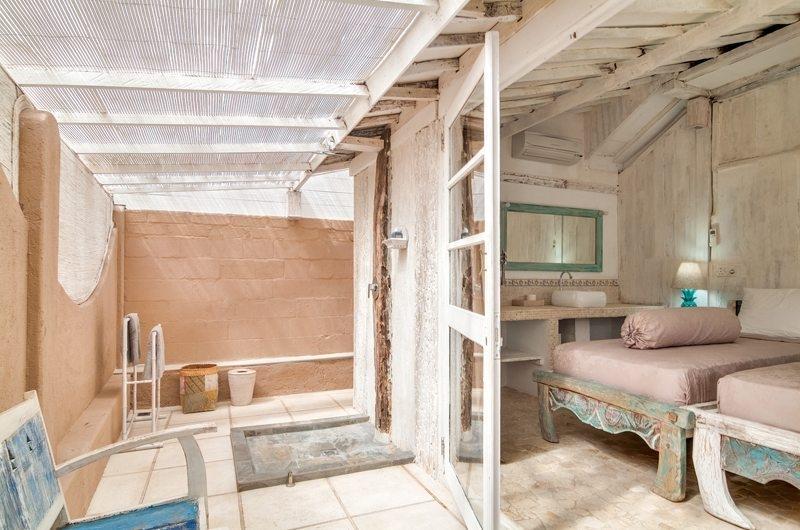 Bedroom and Bathroom - Palmeto Village - Gili Trawangan, Lombok