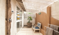 Bathroom with Seating Area - Palmeto Village - Gili Trawangan, Lombok