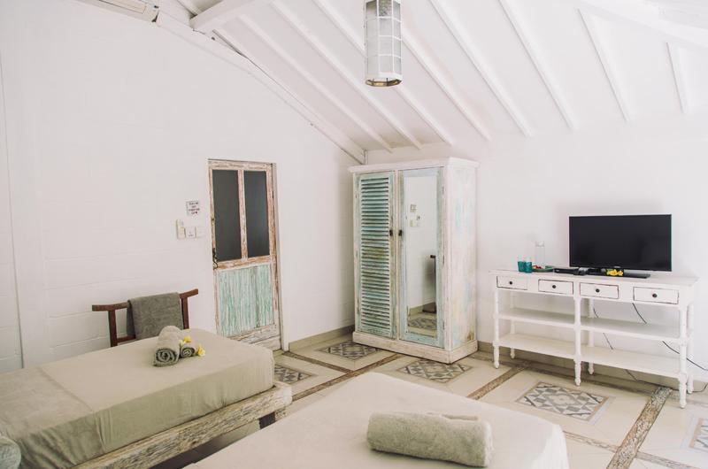 Twin Bedroom with TV - Palmeto Village - Gili Trawangan, Lombok
