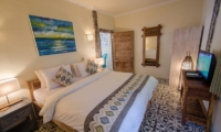 King Size Bed with TV - Scallywags Joglo - Gili Air, Lombok