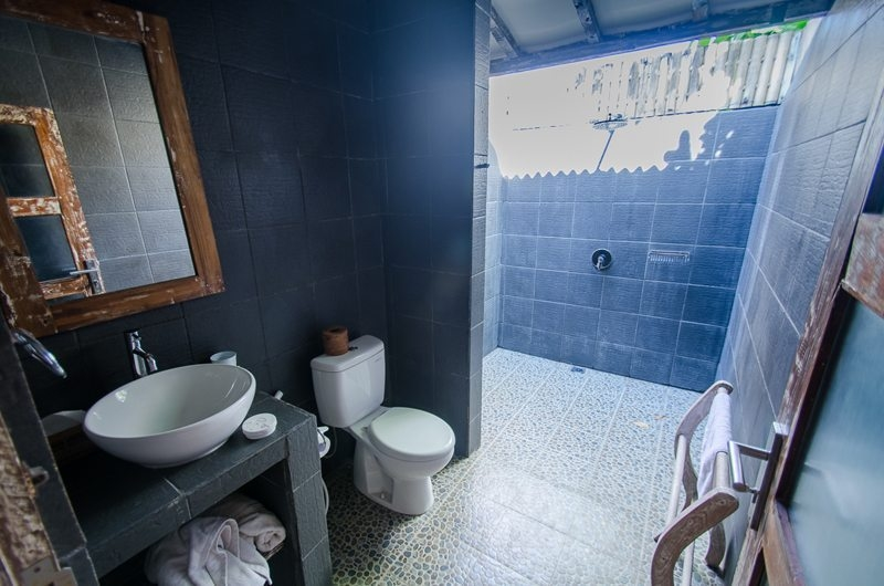 Semi Open Bathroom with Shower - Scallywags Joglo - Gili Air, Lombok