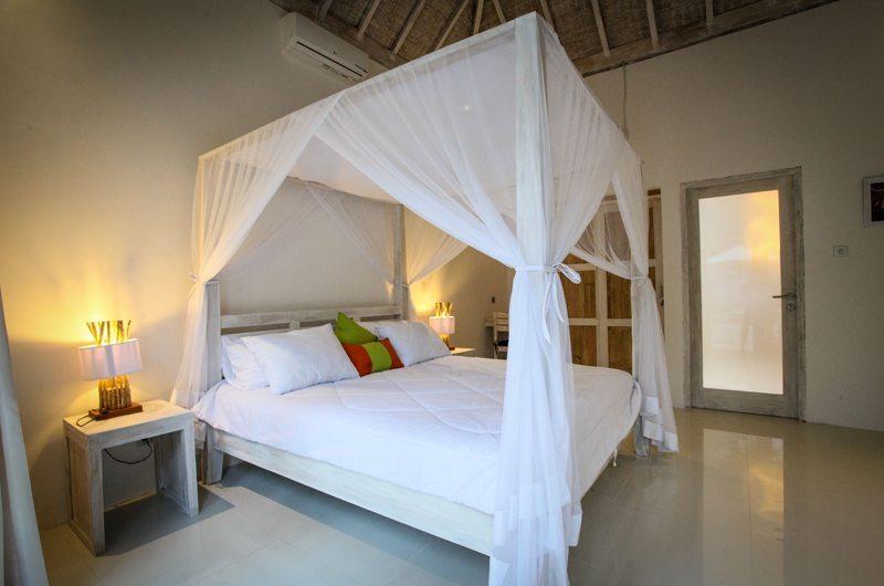 Four Poster Bed - Sunset Palms Resort - Gili Trawangan, Lombok