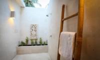 Bathroom with shower - Sunset Palms Resort - Gili Trawangan, Lombok