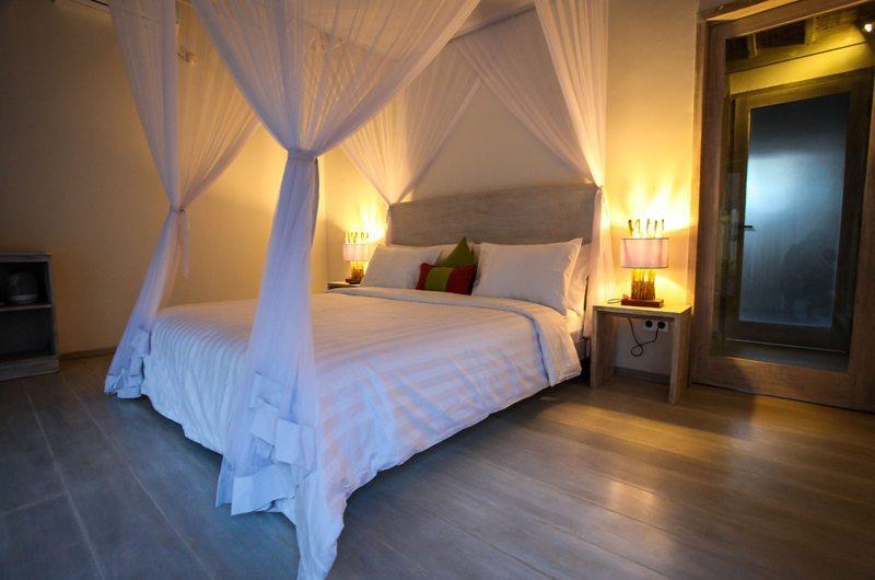 Bedroom with Table Lamps - Sunset Palms Resort - Gili Trawangan, Lombok