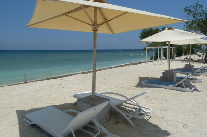 Beach Side Loungers - Villa Gili Bali Beach - Gili Trawangan, Lombok
