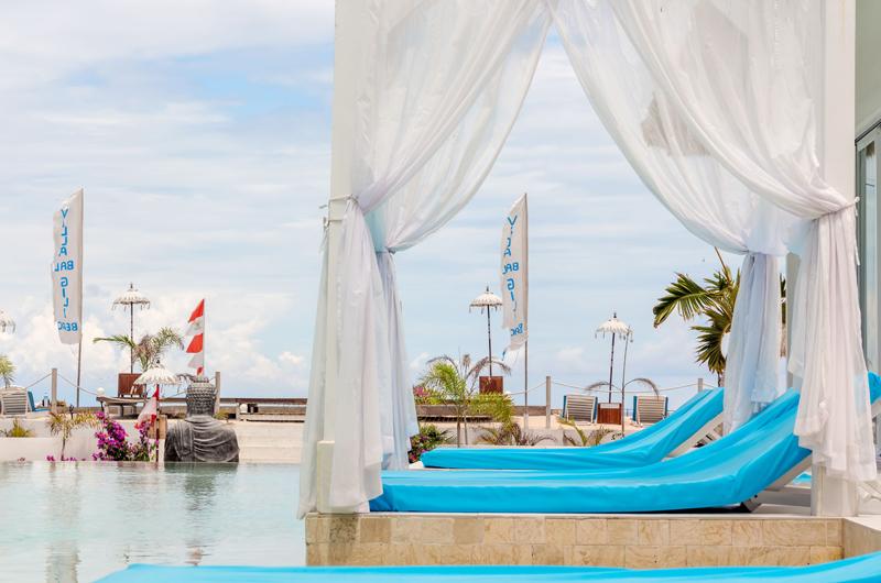 Sun Beds - Villa Gili Bali Beach - Gili Trawangan, Lombok