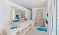 His and Hers Bathroom with Mirror - Villa Gili Bali Beach - Gili Trawangan, Lombok