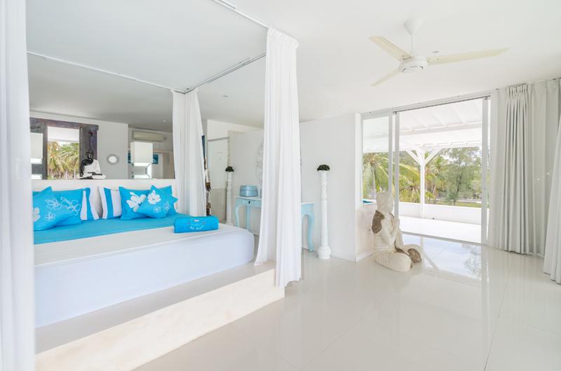Bedroom and Balcony - Villa Gili Bali Beach - Gili Trawangan, Lombok
