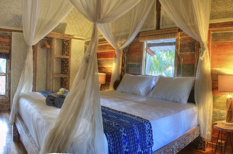 Bedroom with Table Lamps - Villa Sama Lama - Gili Trawangan, Lombok