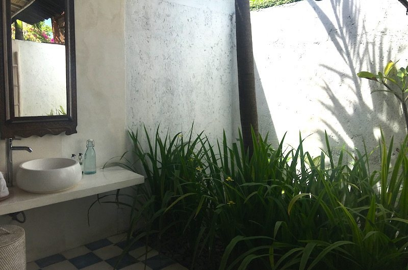 Semi Open Bathroom - Santai Beach House - Canggu, Bali