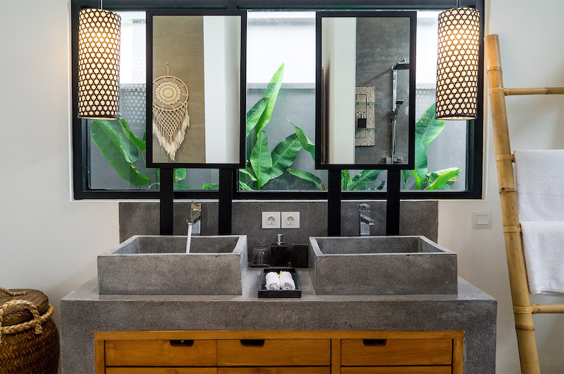 His and Hers Bathroom with Mirror - Villa Boa - Canggu, Bali