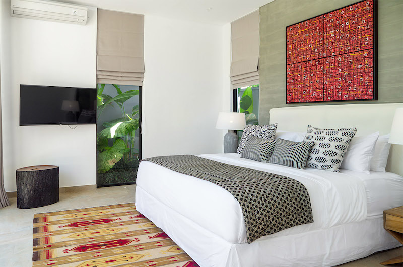 King Size Bed with TV - Villa Vida - Canggu, Bali