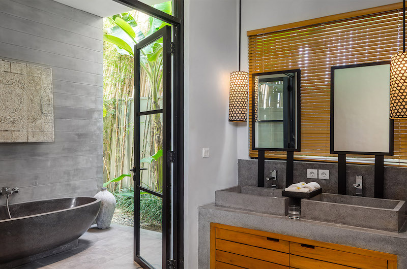 His and Hers Bathroom with Bathtub - Villa Gu - Canggu, Bali