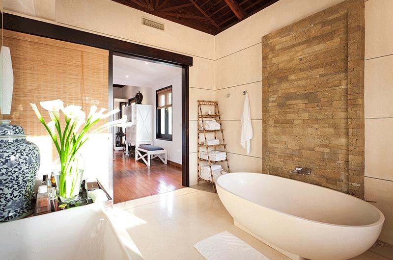 En-Suite Bathroom - Villa Iluka - Seminyak, Bali
