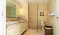 His and Hers Bathroom with Mirror - Villa Iluka - Seminyak, Bali