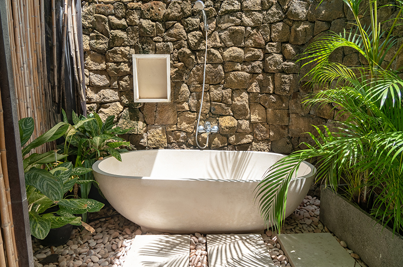 Bathroom with Bathtub - Villa Iluka - Seminyak, Bali