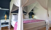 Bedroom with Four Poster Bed - Villa Iluka - Seminyak, Bali