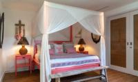 Bedroom with Mosquito Net - Villa Iluka - Seminyak, Bali