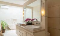 En-Suite His and Hers Bathroom - Villa Iluka - Seminyak, Bali