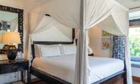 Four Poster Bed with Seating Area - Villa Iluka - Seminyak, Bali